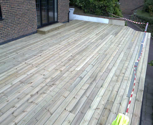 Balcony and roof terrace decking c f roofing surrey for Balcony on roof